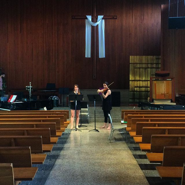 Here's Myra duo-ing it up with @andarenee on @kinan_azmeh's piece for tonight! It's the last show of @musicinbloomfestival. Also on the program: Figure to Ground by @elizasoundslike, Klaus Lang and more!