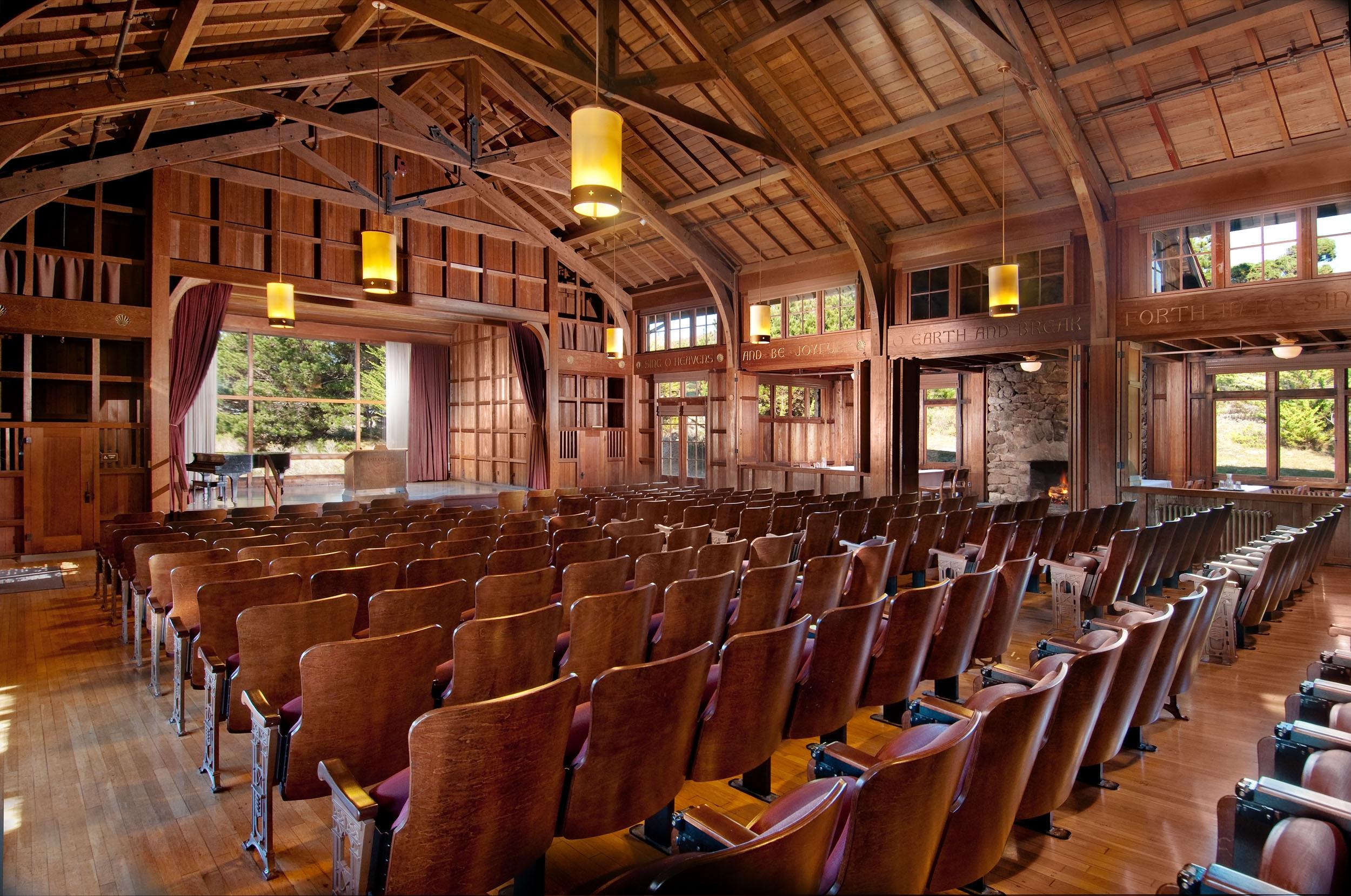 Chapel-Interior_05386596-5056-a36a-0a96ca6f1be50326.jpg