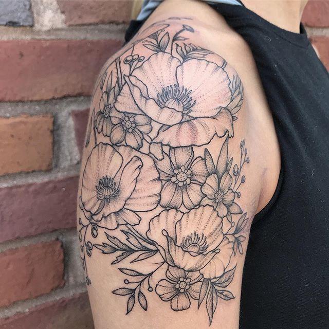 🌸 . . . . #poppies #floraltattoo #flowertattoo #poppytattoo #flowers #floral #tattoo #tattoos #terminuscitytattoo  #duluthtattoo