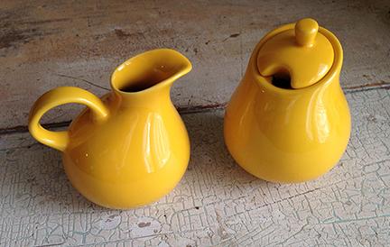 Yellow sugar and creamer set.