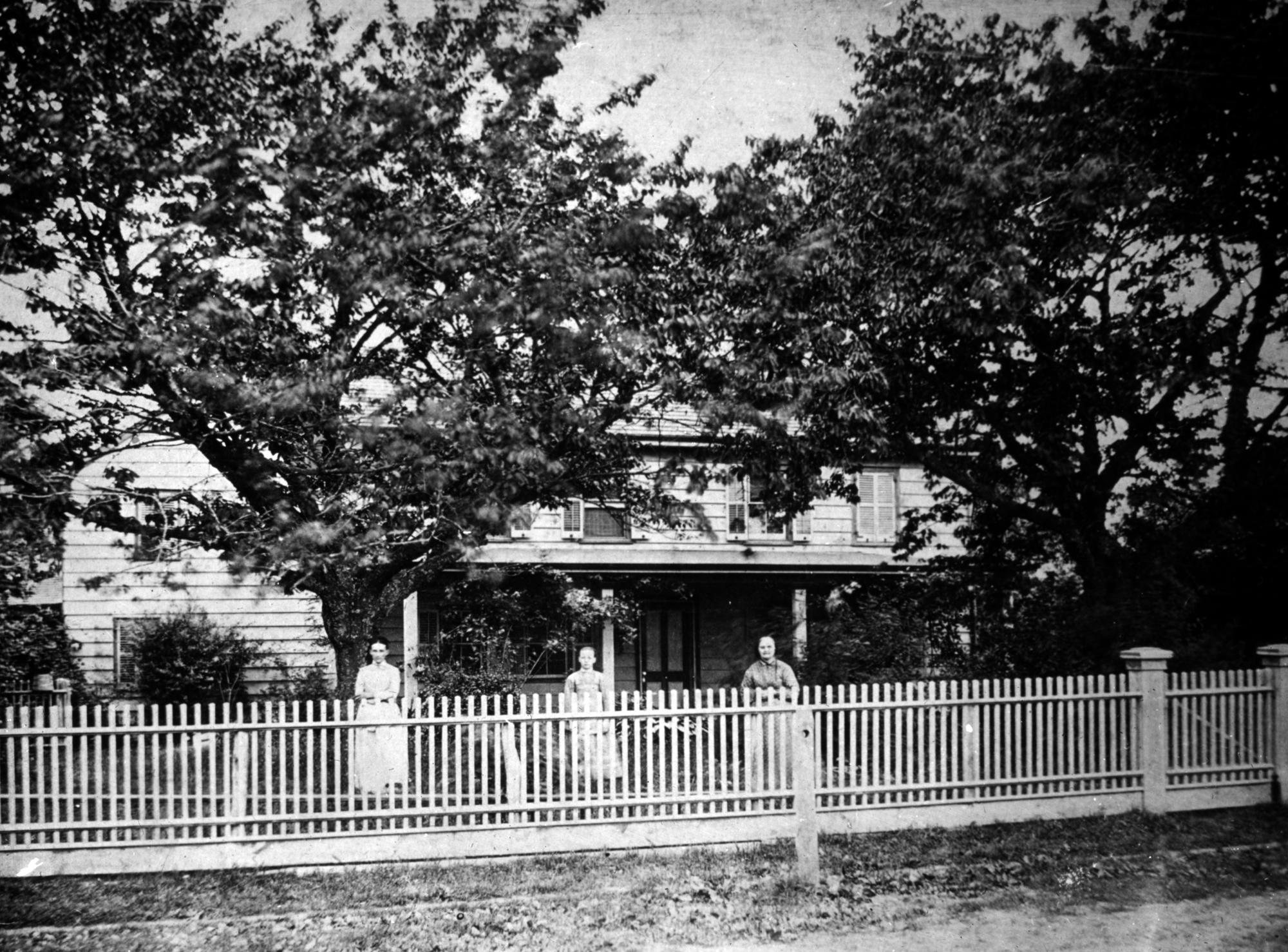 Left to right:Sarah Cornell Bates Hyatt, unidentified woman, Sarah Odell Hyatt.
