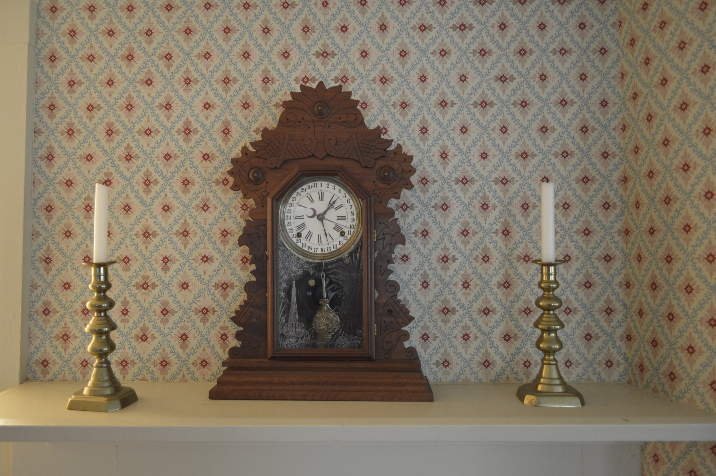 The wallpaper in thedining room is reproduced from a sample from the ChicagoHistorical Society. This 1860 pattern is called Gravenberg lattice.