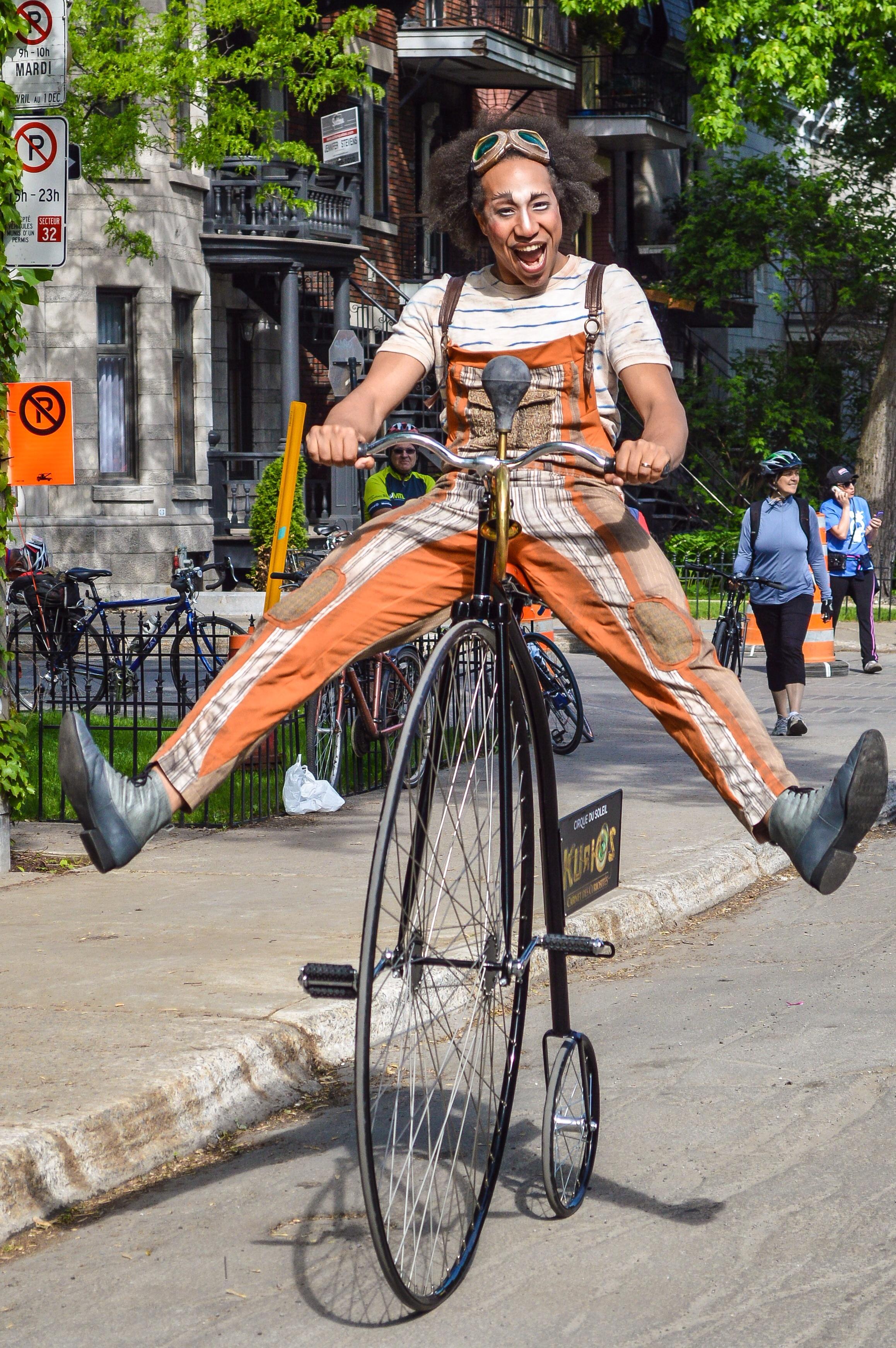 A performer from Cirque de Soleil at the Tour de L'Ile.