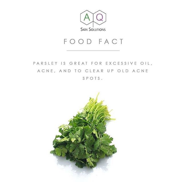 Herbs, including Parsley, contain large concentrations of Vitamin C and helps with skin rejuvenation and healing. A good knowledge to have the next time you choose garnishing for your favourite dishes. . . . . #AQFoodFact #FoodFact #AQSkinSolutionsMalaysia #MYAQSkinSolutions #GrowthFactorsMalaysia #GrowthFactors #WhereScienceMeetsSkincare #BeautyBlogger #Skincare