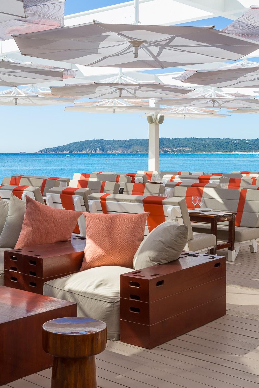 Restaurant • Tahiti Beach •