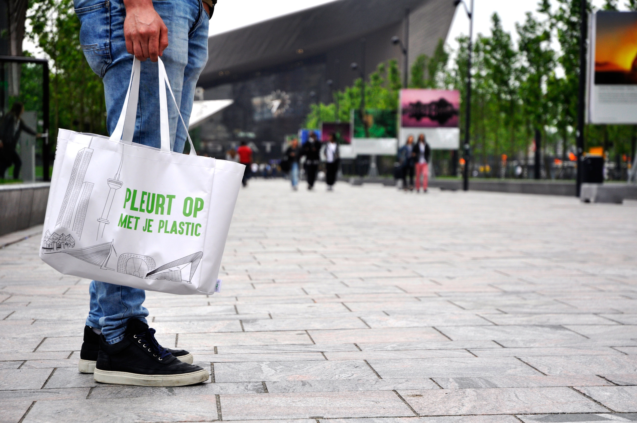 Beating the bag, in Holland. Image credit:  voor de wereld van morgen