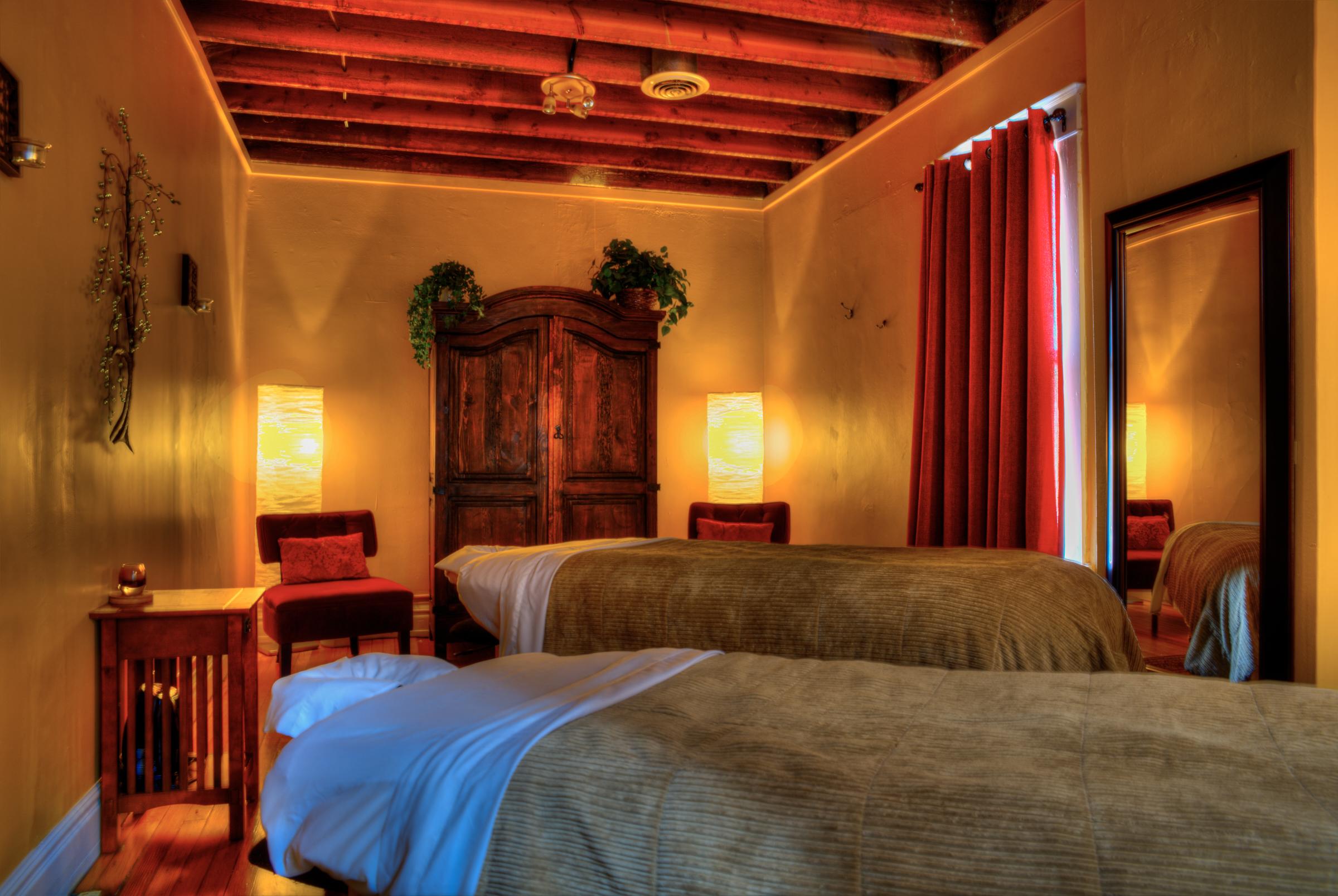 Symetry Massage Highland and Golden 14.jpg