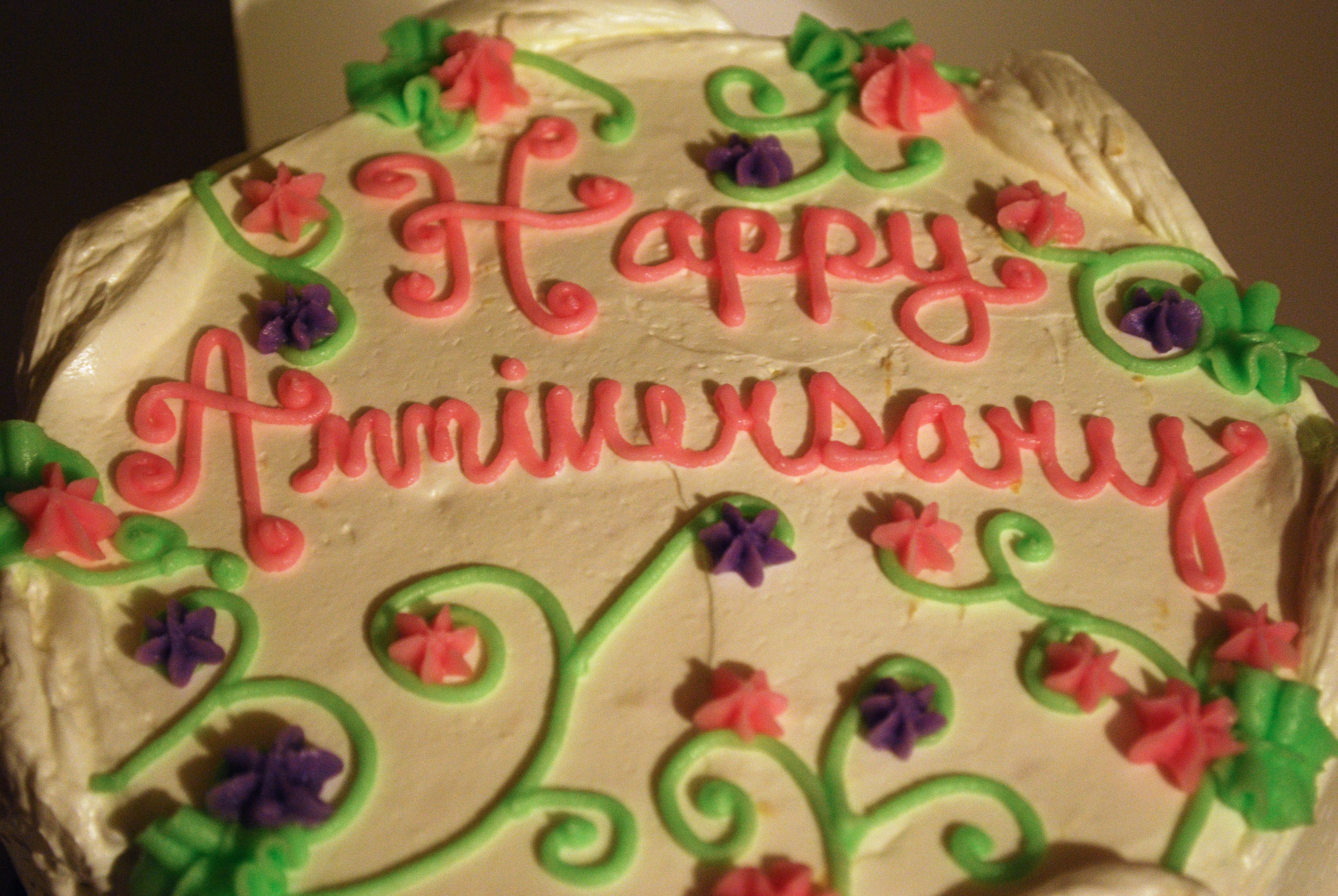 Picture of anniversary cake by Kendiala from flickr.com.