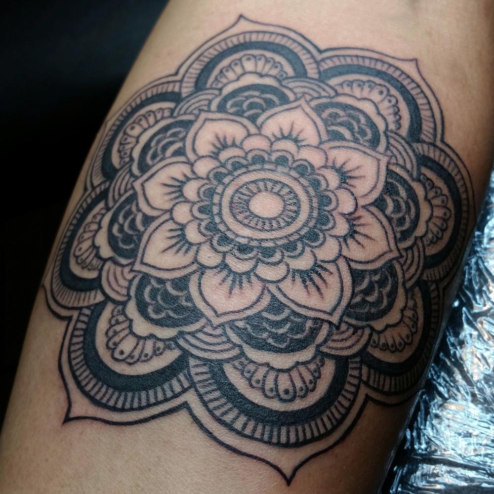 mandala_lea_smith_tattoos.jpg