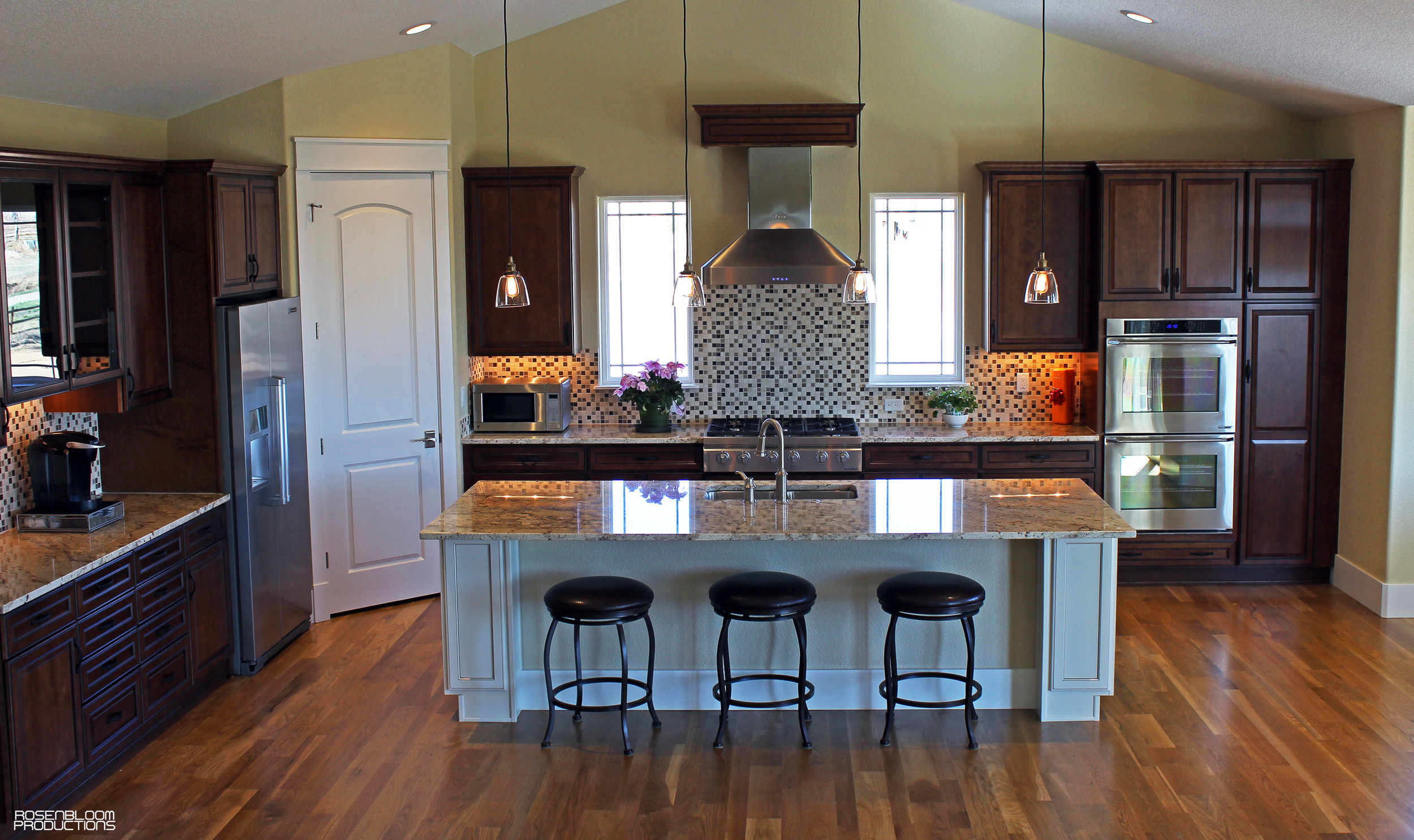 Whole_Kitchen2_LR.jpg