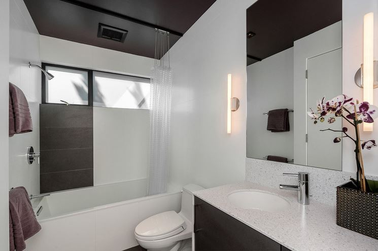 ShowerCurtainorDoors5.JPG