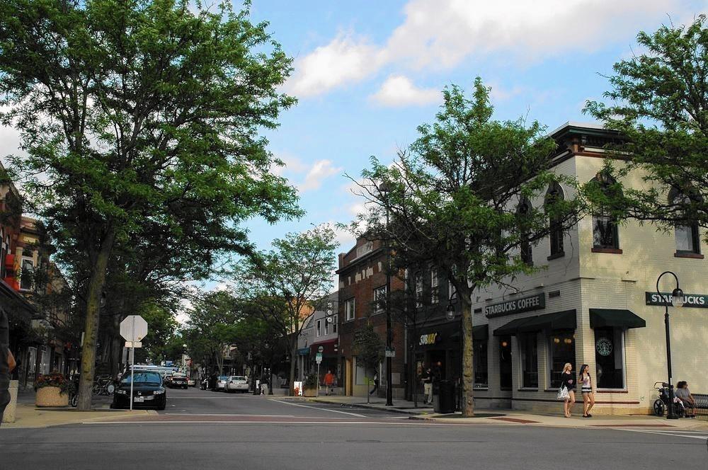 ct-nvs-naperville-downtown-starbucks-eddie-bauer-st-0916-20160915.jpg