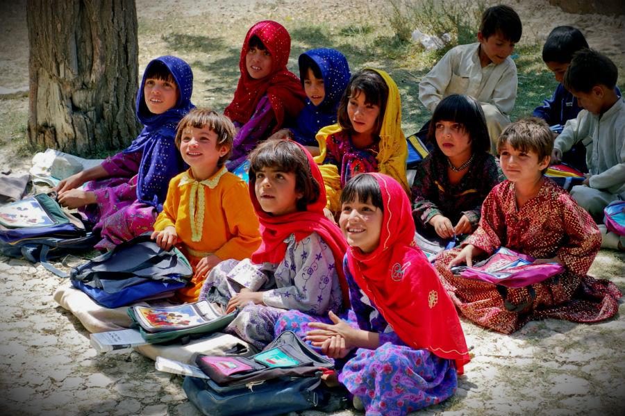 Schoolgirls_in_Bamozai.JPG