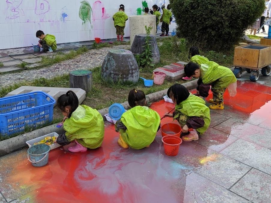 kids+playing2.jpg