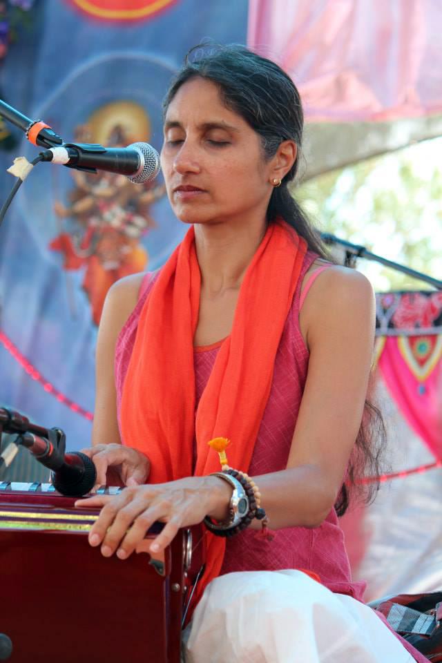 Nina singing at Bhaktifest in 2013