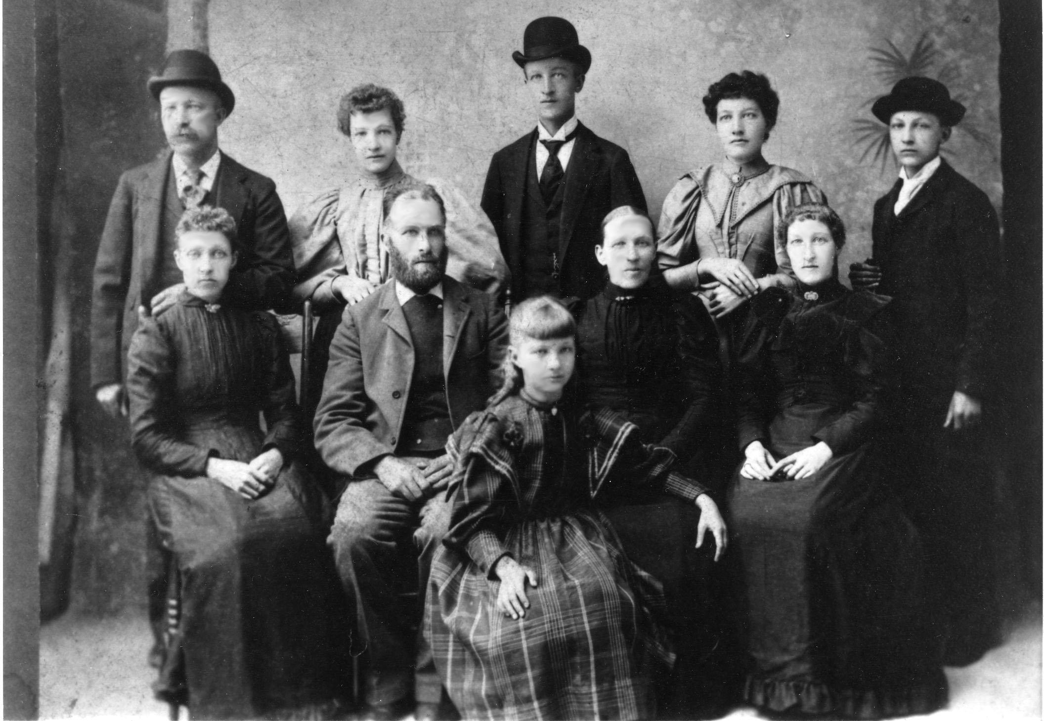 Hansen Family 1910 M.jpg