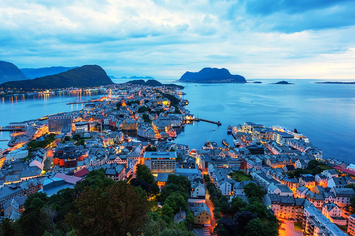 colorful-sunset-in-alesund-port-town-PP7HGS7.jpg