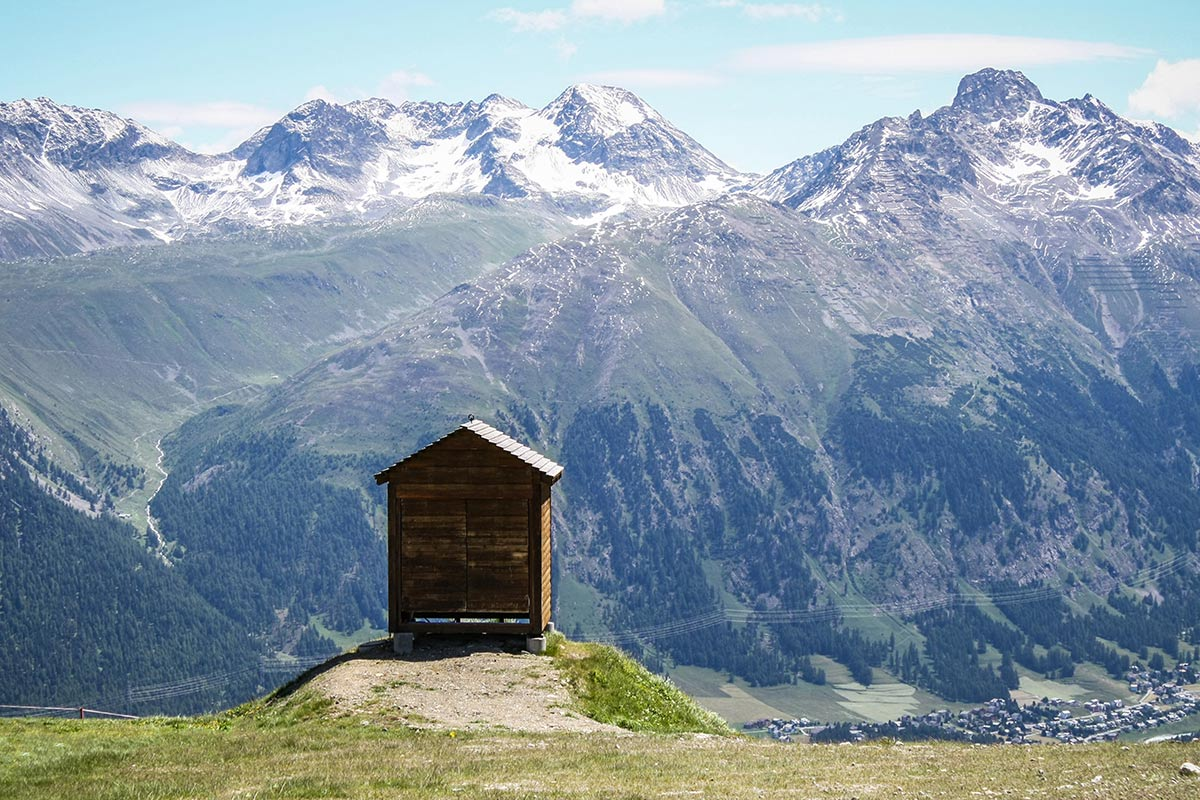 high-mountain-wood-cabin-refuge-P846CUQ.jpg