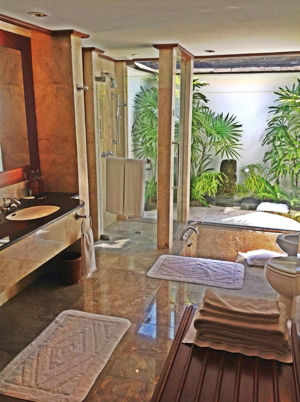 GARDEN  LANAI  BATHROOM