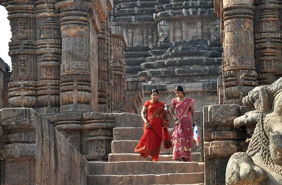 Women at Konark Sun Temple by greenelent
