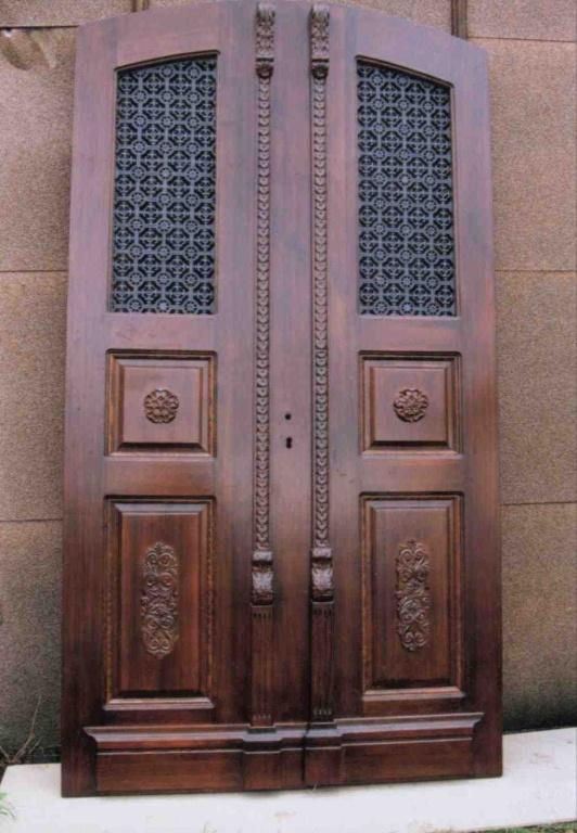 Dvoukřídlé dveře - dřevořezba replika stávajících. Německo - 1998.