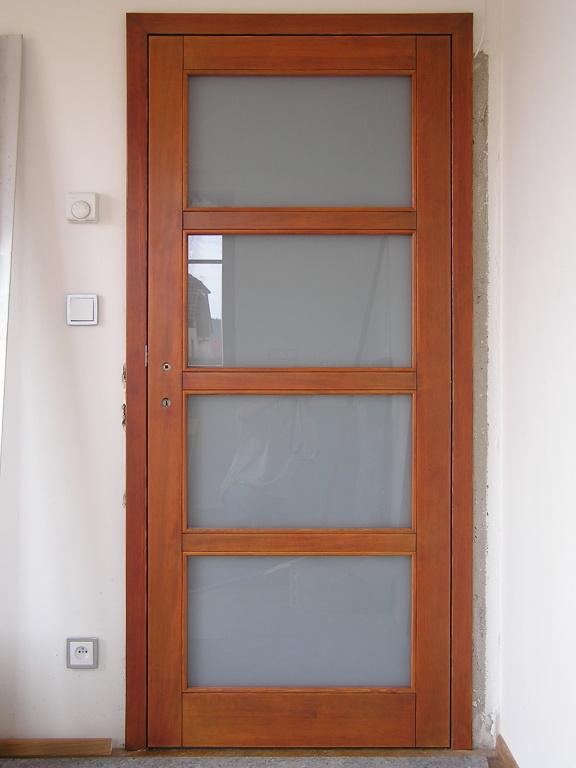 Bezfalcové interiérové dveře, smrk. Praha - 2007.