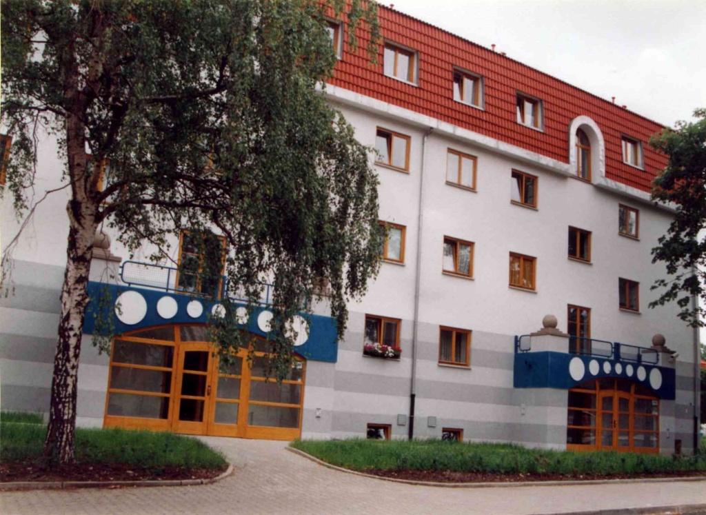 Vstupní portály, EURO. Bytový dům Most - 1997.