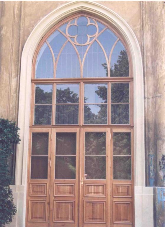 Replika gotického okna a dveří, dub. Depozitář Národního Muzea Praha - 1995.