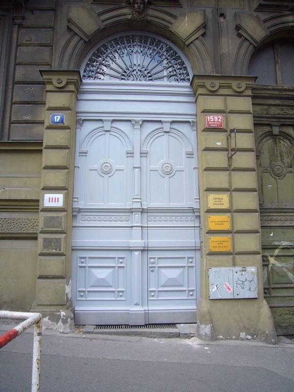 Replika domovních vrat - Praha 1, Mezibranská ul.