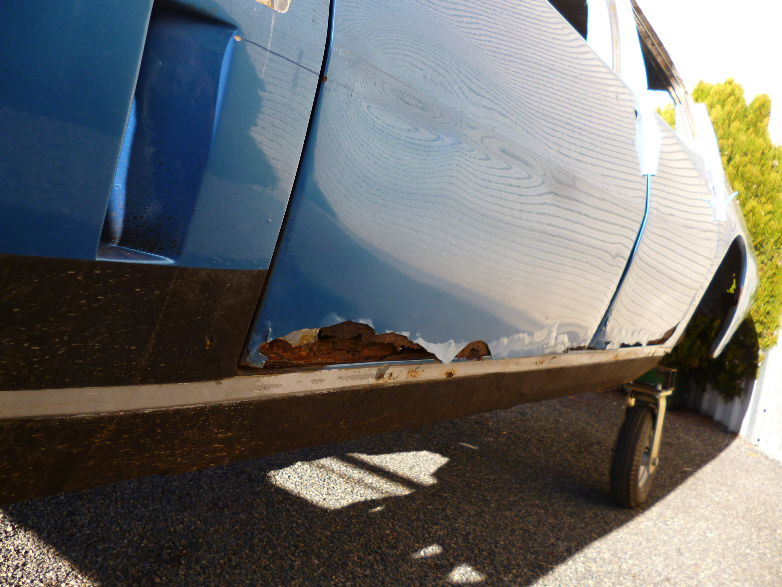The rear guard panels have been removed to gain access to the inner rusted sections and to properly repair the exterior panels including the beaver panel. The rear section of the body is in such poor thin condition the rear of the vehicle is being repaired to stabilise prior to sandblasting.