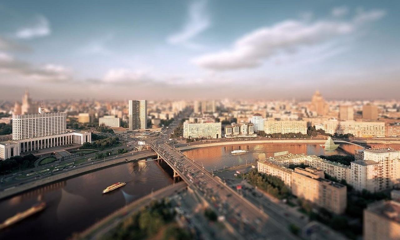 В какой культурной политике нуждается современный мегаполис? - Смотреть видеозаписьЧитаетРусланХестанов