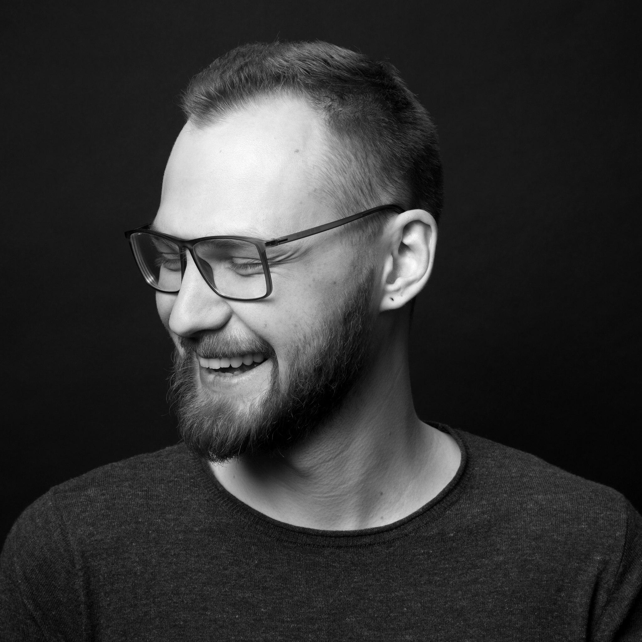 АлександрНенашев  –партнер лаборатории Wonderfull, экспертвобласти человекоориентированной разработки, преподавательфакультета «Дизайн-менеджмент»вБританскойВысшей ШколеДизайна.