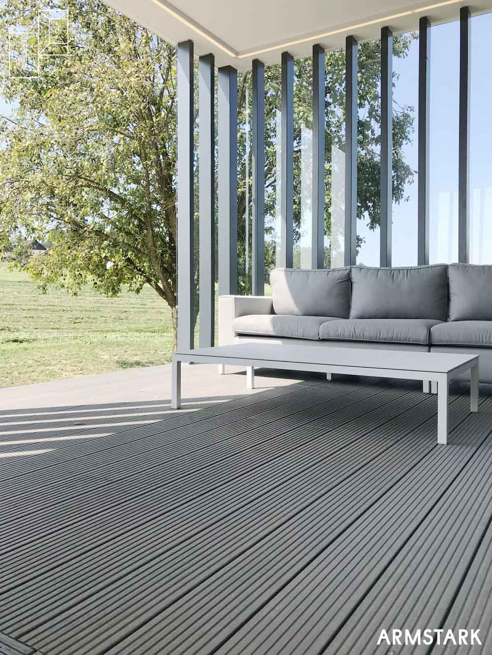 Windgeschützter Sitzplatz auf Terrasse
