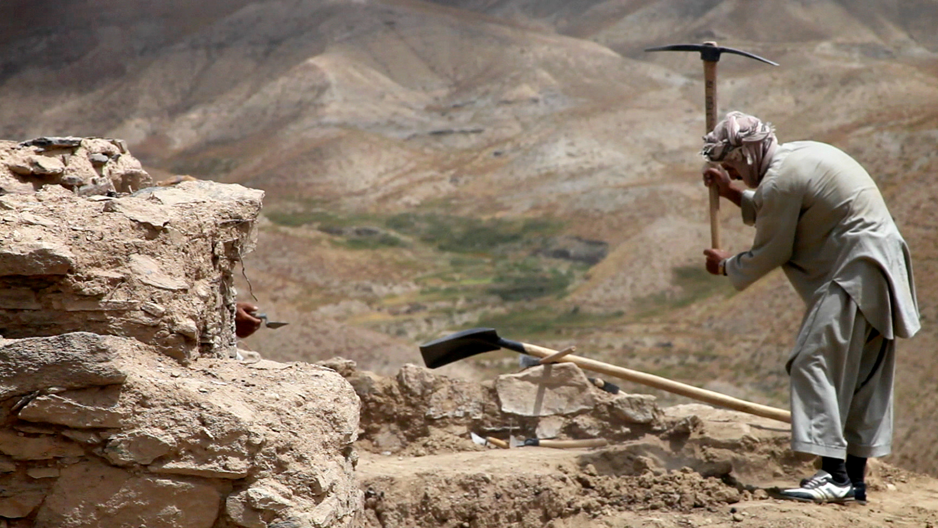 An Afghan worker hard at work at Mes Aynak.