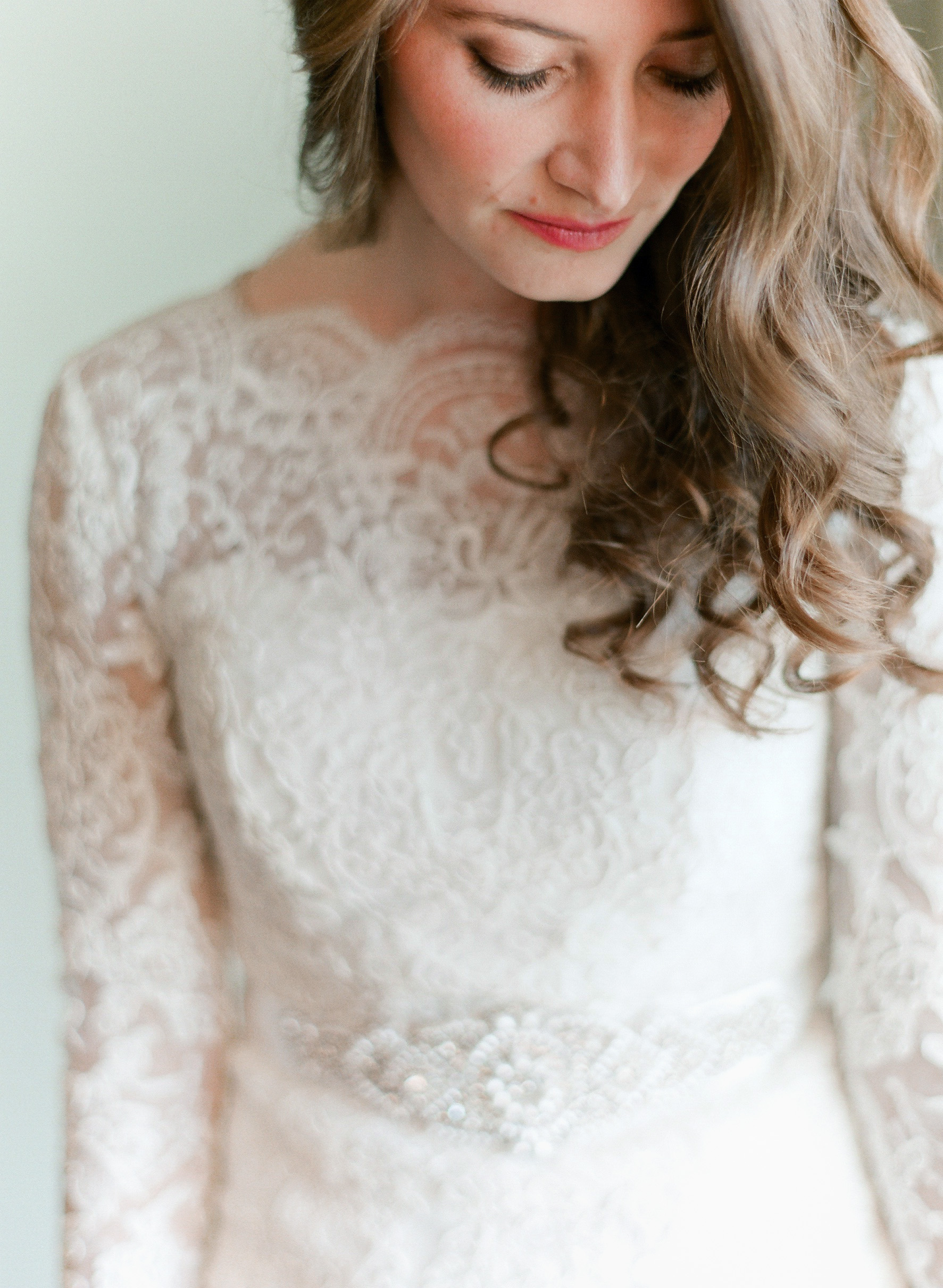 Orthodox Jewish bride gets ready as Top Destination Wedding Photographer photographs her Malibu wedding