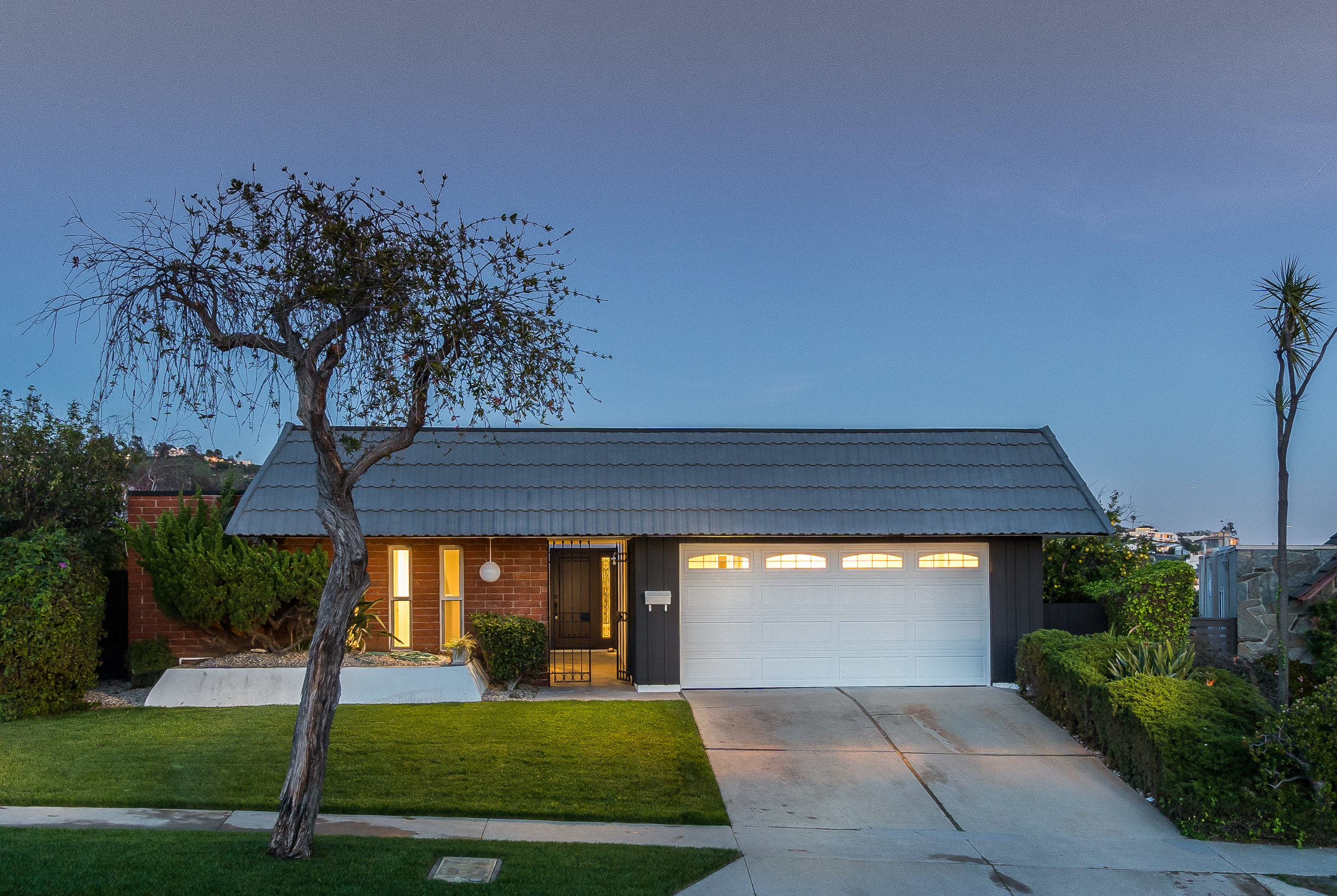 Delivered twilight photo of the exterior ©Ryan Carr - Legacy Listing Photography - 2017
