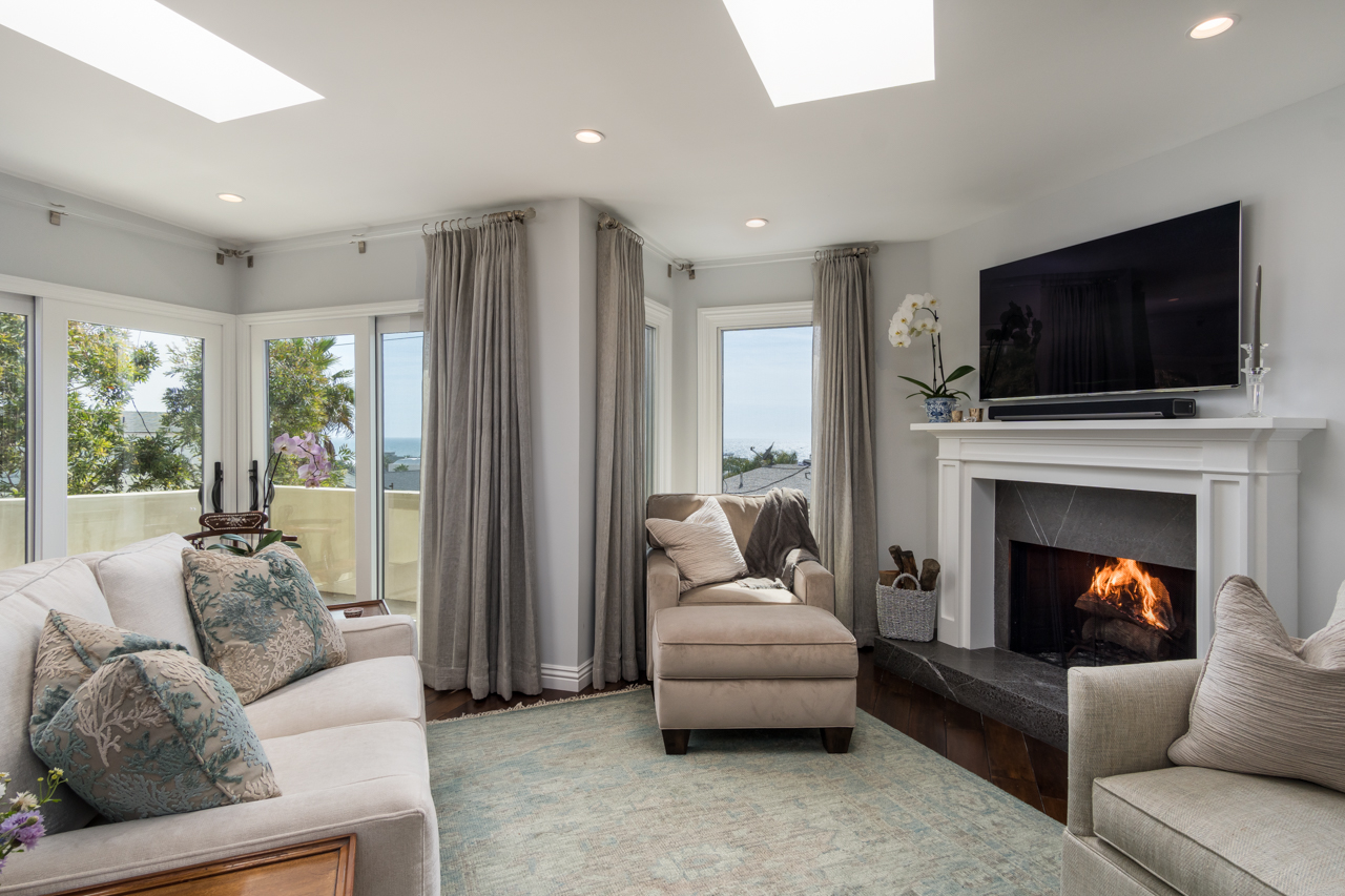 Delivered photo of the living room ©Ryan Carr - Legacy Listing Photography - 2017