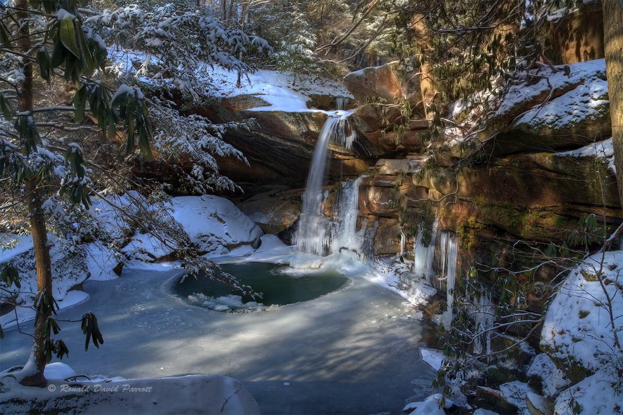 Flat Lick Falls in Jackson County, Kentucky  Photo via  Ronald David Parrott Photography