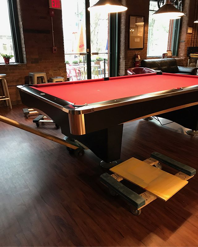 First person to guess what's going on here gets the choice of a new FTJ t-shirt or a gift card worth 2 free hours of pool. GO! 🏁  #flattopjohnnys #poolhall #kendallsquare #cambridgema