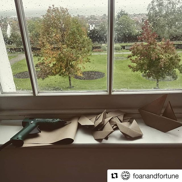 @foanandfortune Doing some #crafting 😂 on our final day on #thisisme #puppetry project @metalsouthend what a beautiful place to work! #autumndays @mariefortune_ @helen.foan @dementiapathfinders @arts4dementia @netparkwellbeing #dementia #creatingconversations #youngonsetdementia