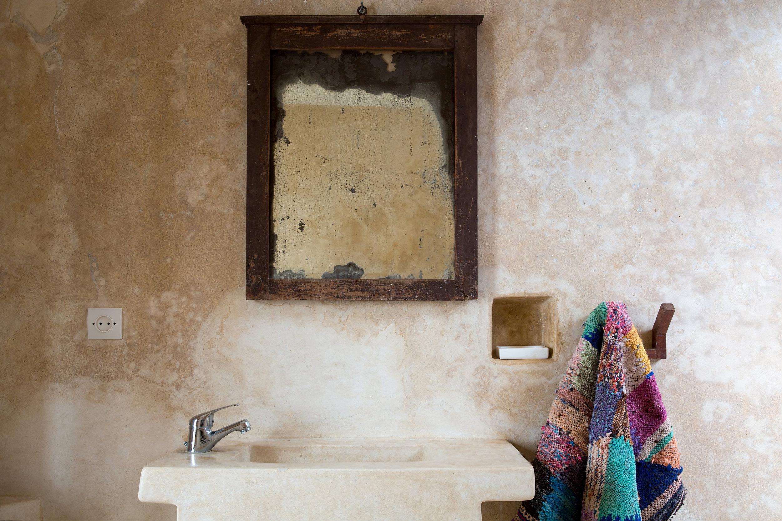 dar-emma-bathroom.jpg
