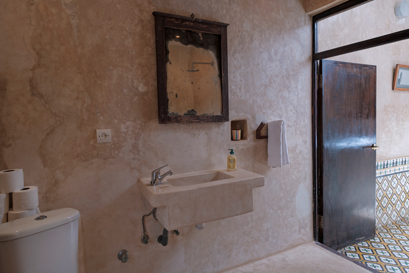 dar-emma-bathroom-1.jpg