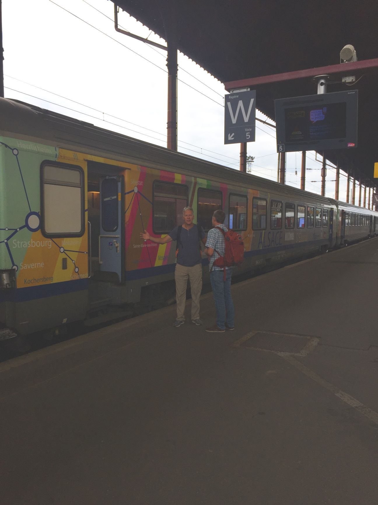 Stranded in Strasbourg...right there on the side of the train is the answer!