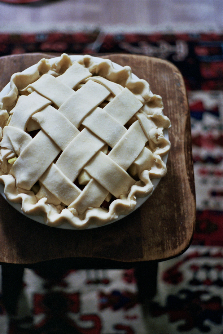 apple cranberry and quince pie (yossy arefi)