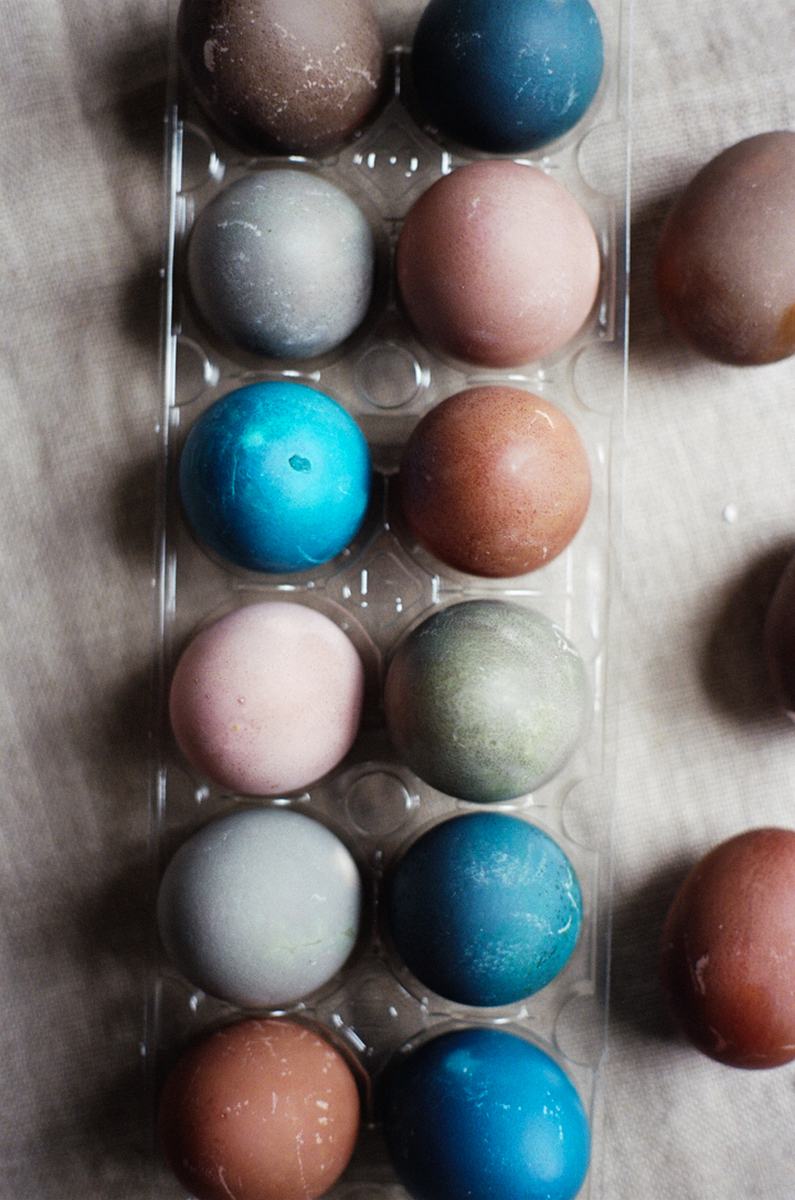 Naturally Dyed Easter Eggs (yossy arefi)
