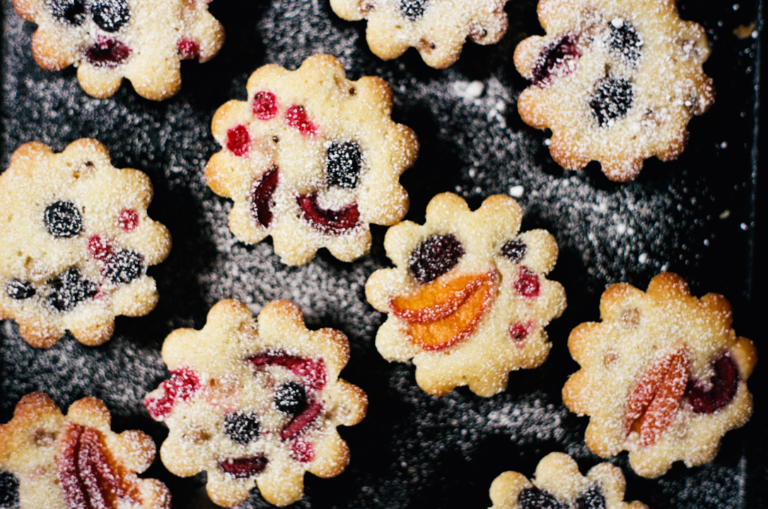 pretty little summer fruit cakes   apt 2b baking co