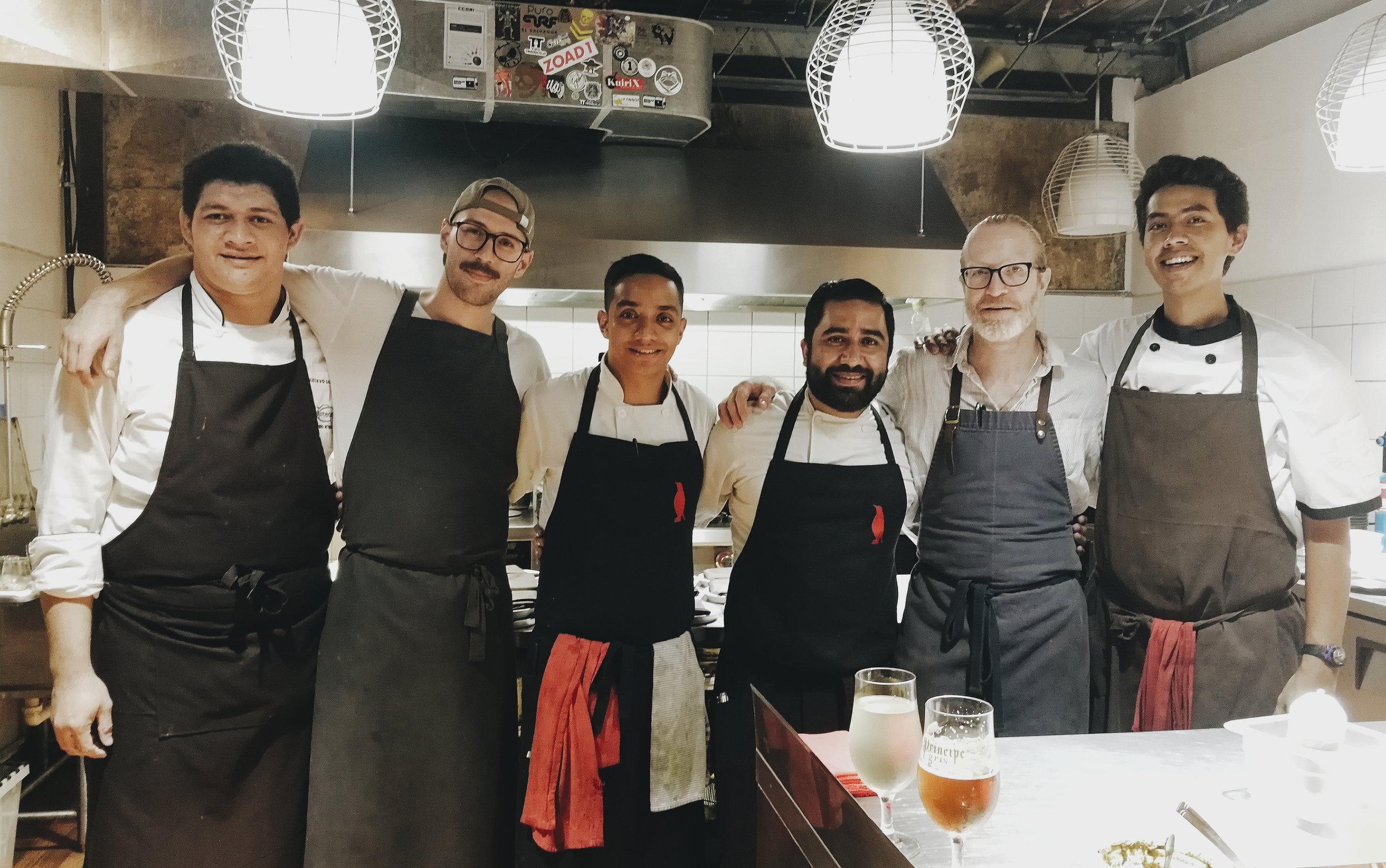 El gran equipo de la cocina de Flor de Lis.  ¡Gracias por una nueva memorable experiencia!