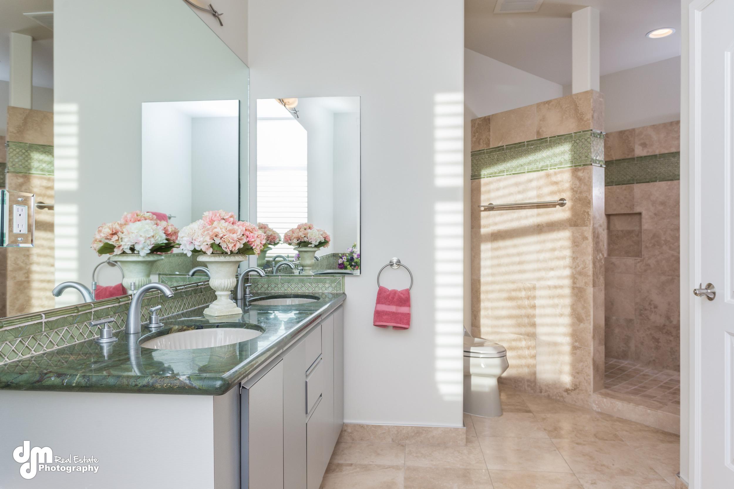 anchorage_condo_master_bathroom