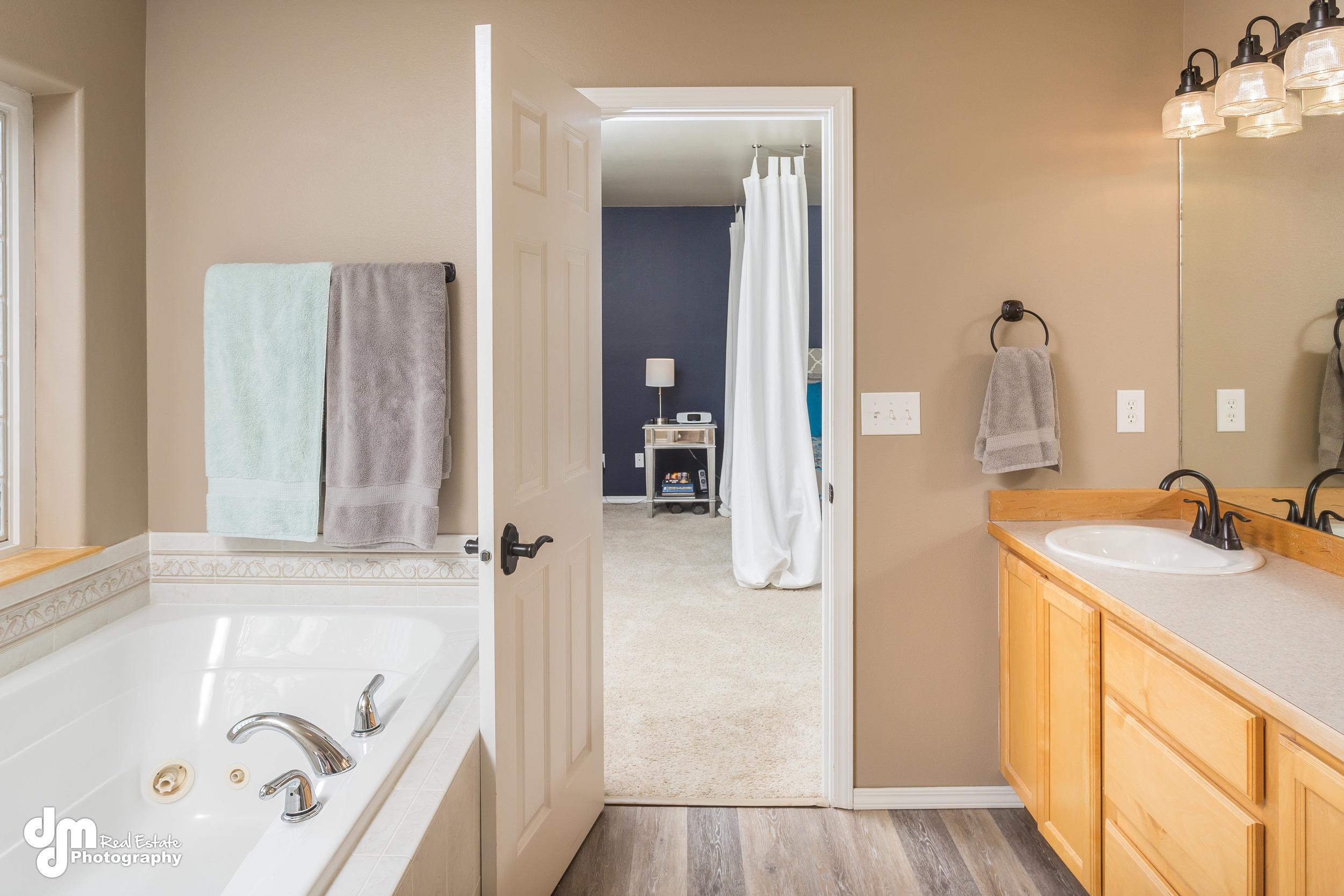 Master Bathroom_DMD_6785.jpg