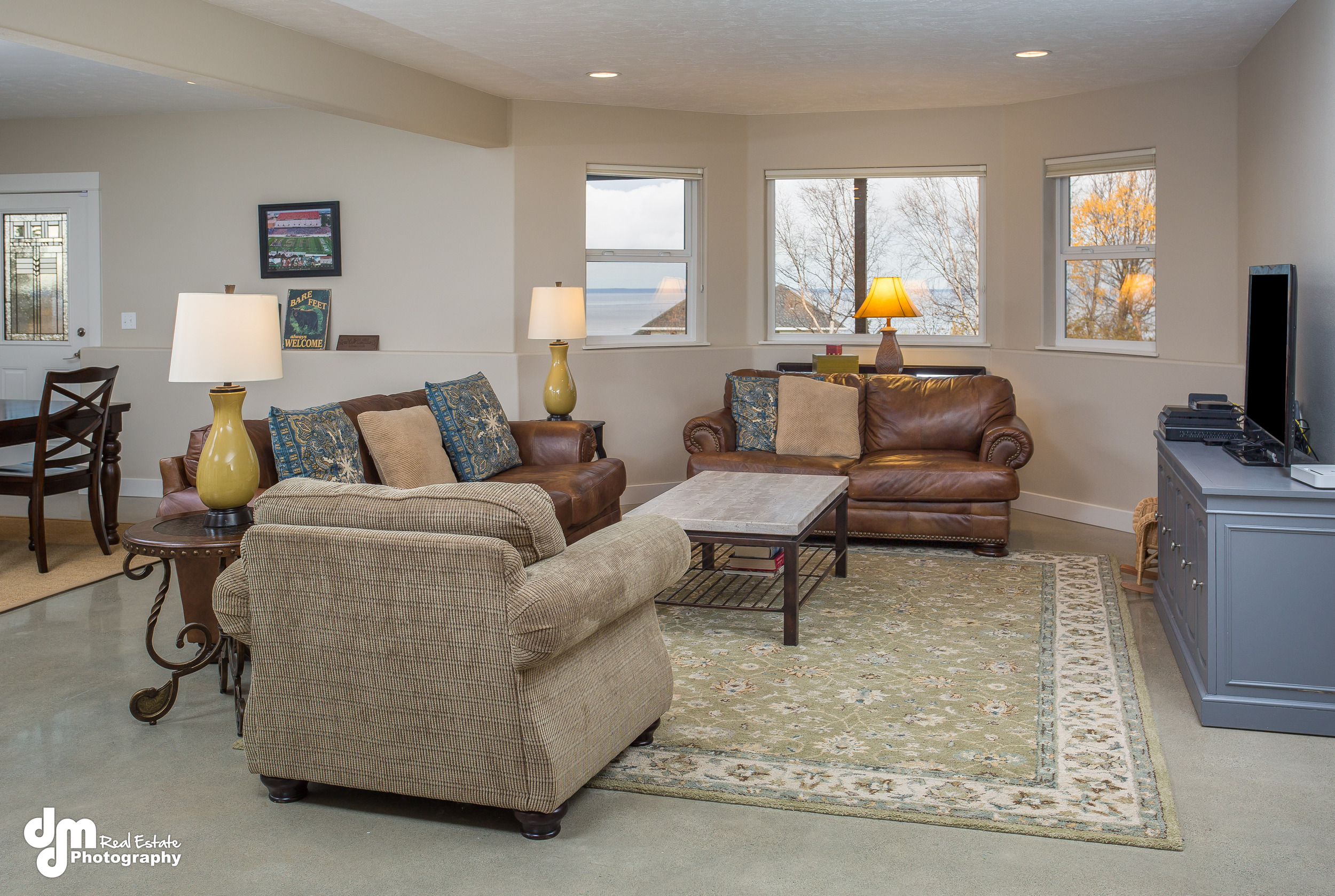 DMD_Six Cleaning Tips to Prepare a House for Real Estate Photos - Image 2.jpg